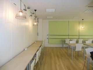 TMJ専用の休憩室は設備万全!スマホの充電、給湯、冷蔵庫など8:00~21:00まで自由に利用できます