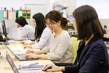 ★20-40代女性活躍中★少人数チーム制でのアットホームな職場で事務作業全般のデスクワーク!
